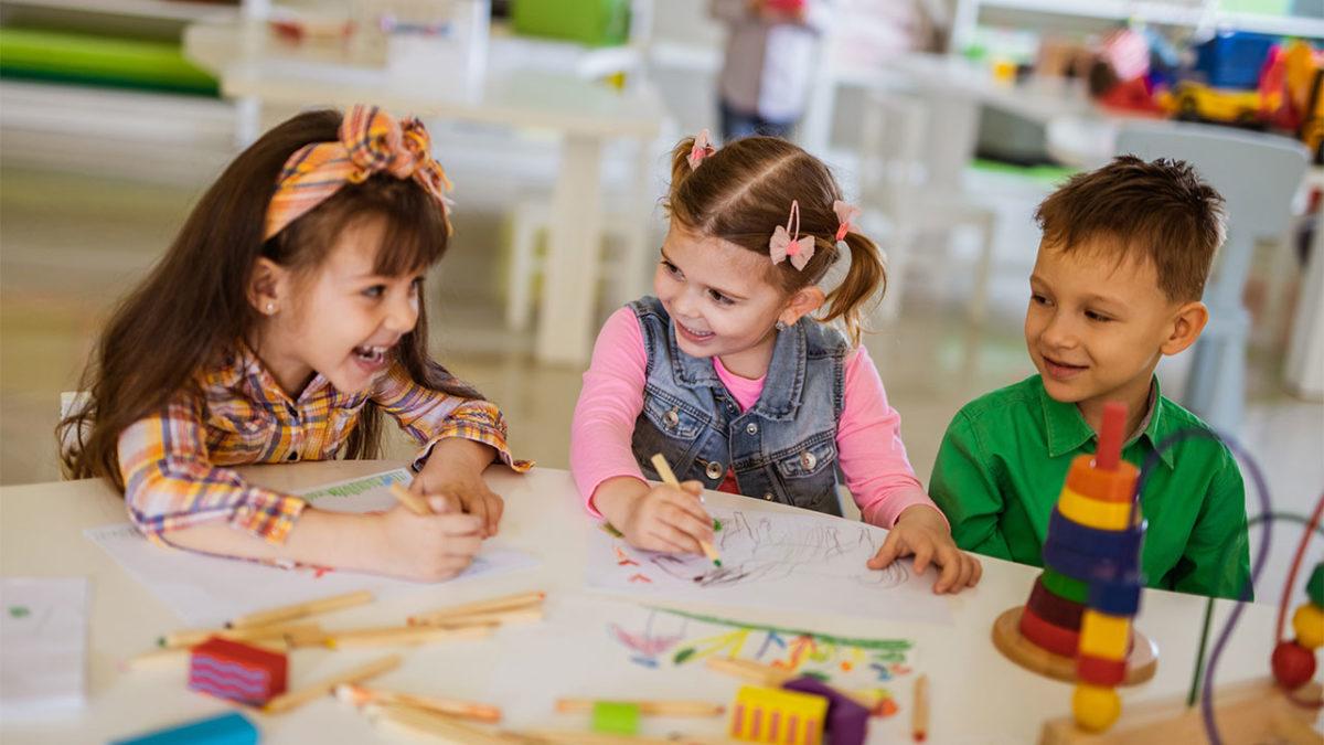 """Κυρία Κεραμέως, αφήστε τα παιδιά να μάθουν, παίζοντας – """"Ναι"""" στο δημιουργικό νηπιαγωγείο"""