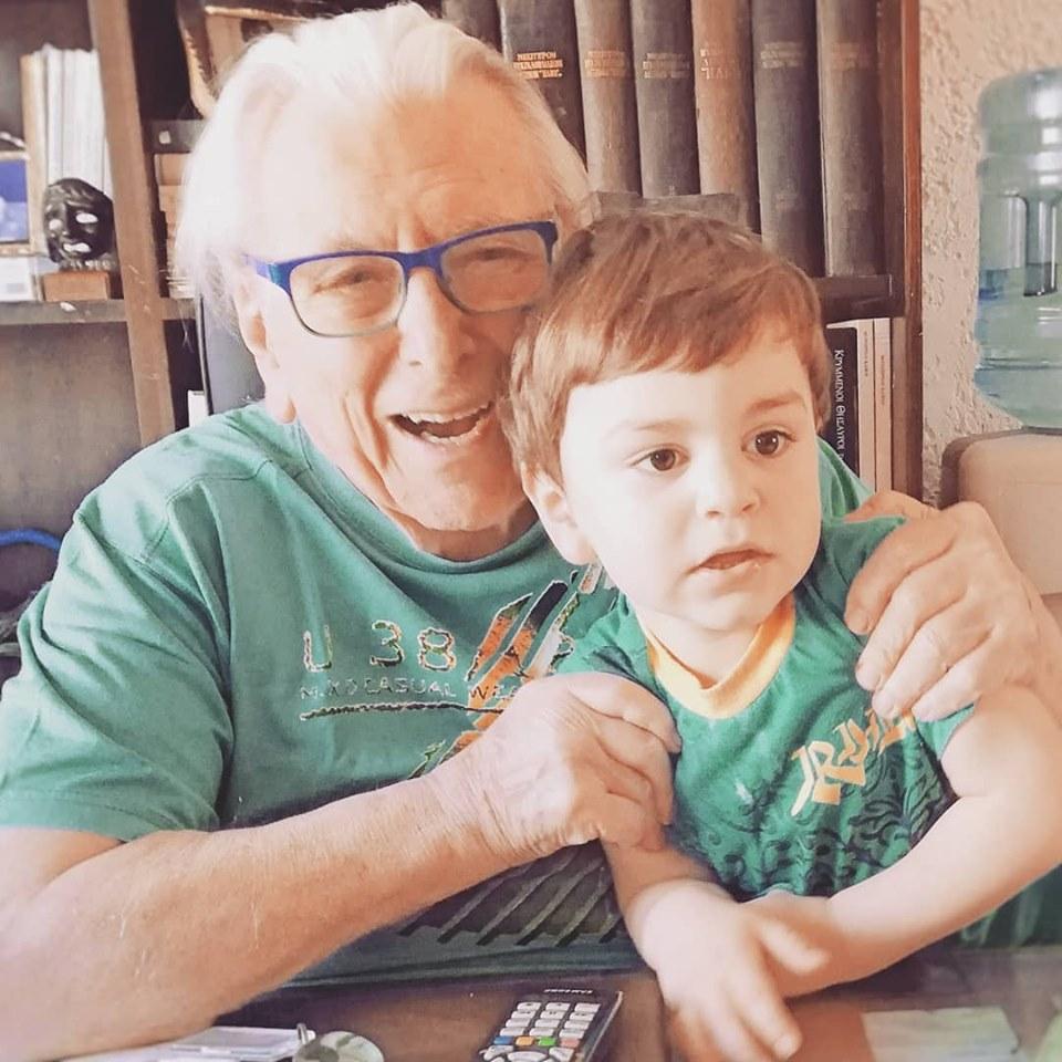 Η τελευταία φωτογραφία του Κώστα Βουτσά αγκαλιά με τον 4χρονο γιο του Φοίβο