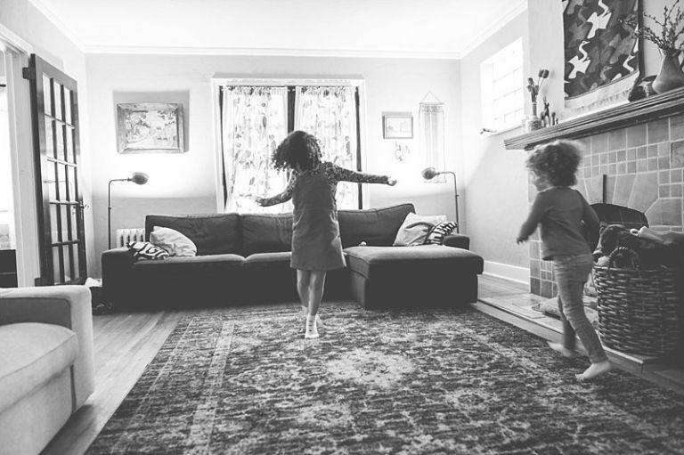 10 τέλεια παιδικά χορευτικά τραγούδια για να …μη μας πάρει από κάτω!