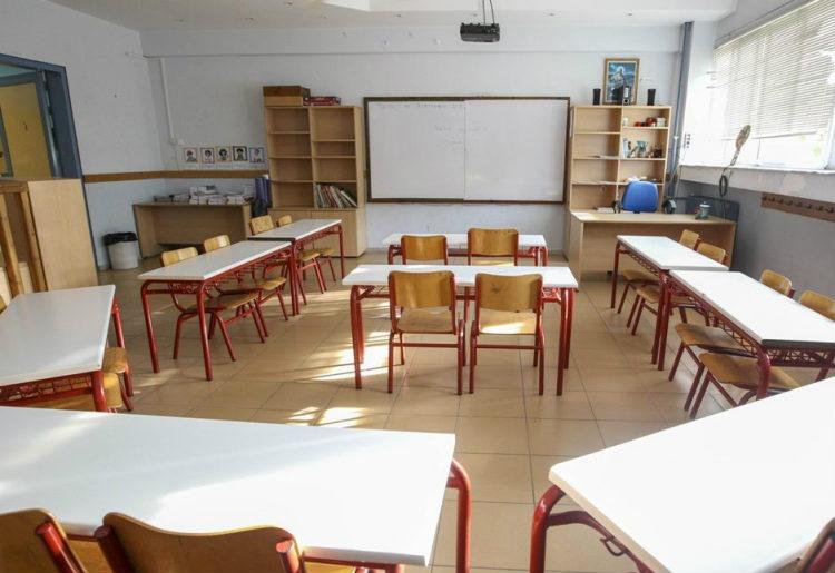 Αθ. Τσακρής: Εξετάζεται το κλείσιμο σχολείων και πανεπιστημίων σε όλη τη χώρα