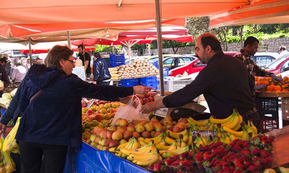 Τι δεν θα πωλείται πλέον στις λαϊκές αγορές λόγω των μέτρων κατά του κορωνοϊού
