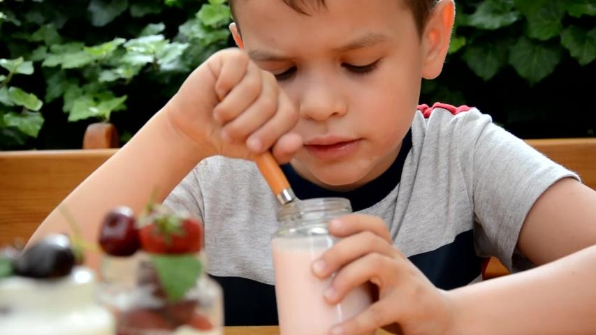 Οι 3 πιο απολαυστικοί τρόποι για να πάρουν τα παιδιά τις βιταμίνες τους
