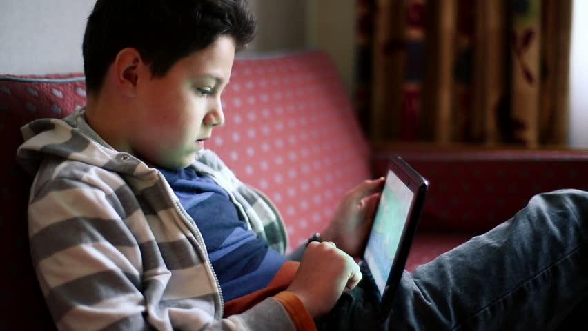 Περιφέρεια Κρήτης: Δωρεάν 170 tablet στους μαθητές για την εξ αποστάσεως εκπαίδευση