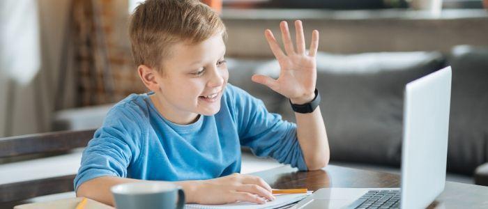 «Καλά μου παιδιά, αρκεί που είστε εκεί και ακούτε»: Τα μηνύματα αυτής της δασκάλας για την τηλεκπαίδευση είναι ό,τι καλύτερο διαβάσαμε