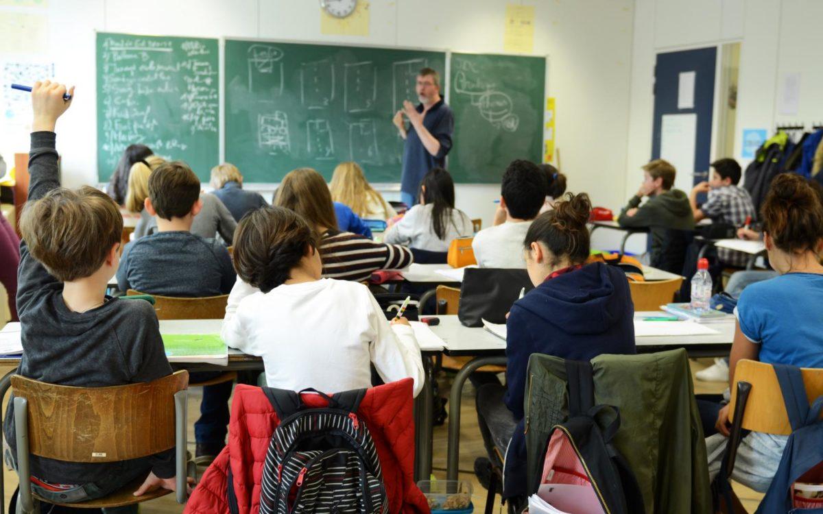 «Κυρία Κεραμέως μπορεί να γίνει μάθημα με 25 μαθητές στοιβαγμένους σε 30 τετραγωνικά;»