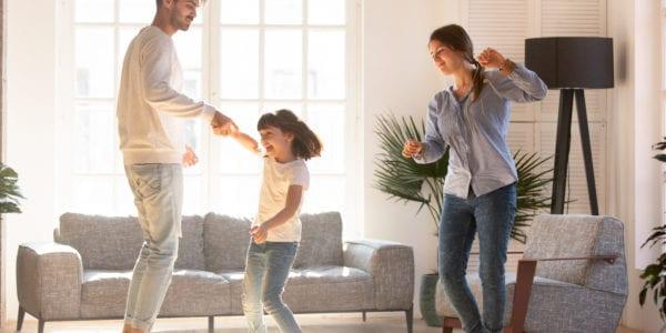 3 ολοκαίνουργια σούπερ διασκεδαστικά τραγούδια για χορό με τα παιδιά σας!