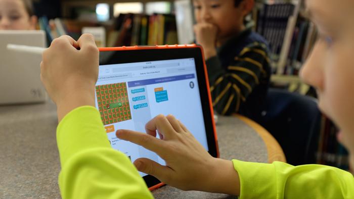 7 online παιχνίδια για να κάνουν τα παιδιά επανάληψη στη Γλώσσα και τα Μαθηματικά