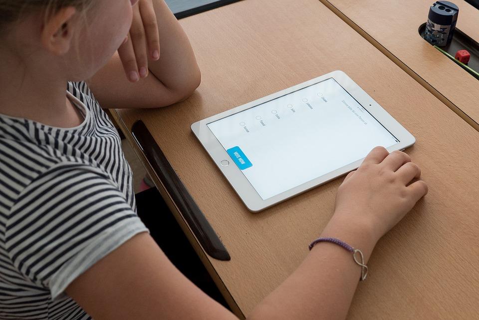 Ξεκίνησε η διάθεση δωρεάν tablet στα σχολεία – Με ποια διαδικασία θα τα πάρουν οι μαθητές