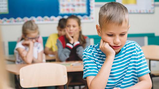 Eκπαιδευτικός εμπιστοσύνης σε κάθε σχολείο για να μπει τέλος στο bullying