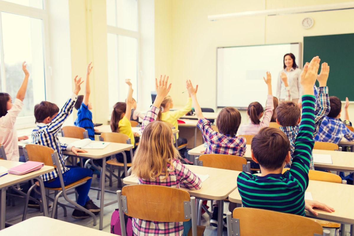 Γονείς, το να μην τα στείλετε τώρα τα παιδιά στο σχολείο ΔΕΝ έχει νόημα -  Ας ακούσουμε τι έχει να πει αυτός ο παιδίατρος