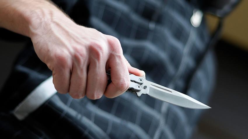 Σοκ: Μαχαίρωσαν νεαρό σε σχολικό προαύλιο