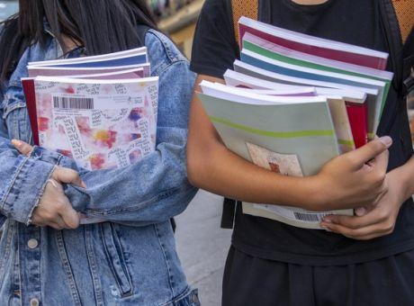 Οι μαθητές Γυμνασίου και Λυκείου πρέπει να κρατήσουν τα βιβλία και για την επόμενη σχολική χρονιά