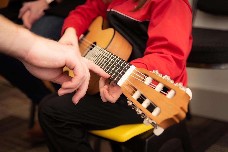 Πάρτε το tablet από τα παιδιά και δώστε τους ένα μουσικό όργανο