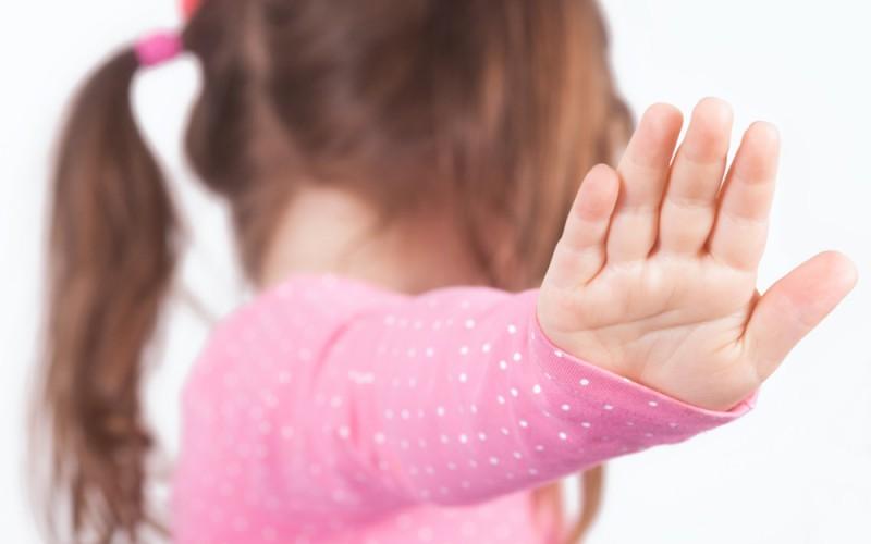 Σας παρακαλώ, όταν ένα παιδί λέει «όχι φιλιά» ή «δεν θέλω αγκαλιά», σεβαστείτε το