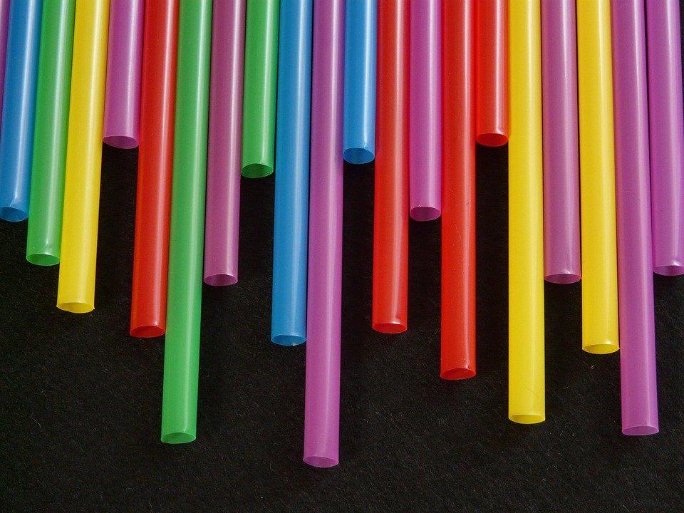 Χατζηδάκης: Αυτά είναι τα 9 πλαστικά μιας χρήσης που καταργούνται το 2021