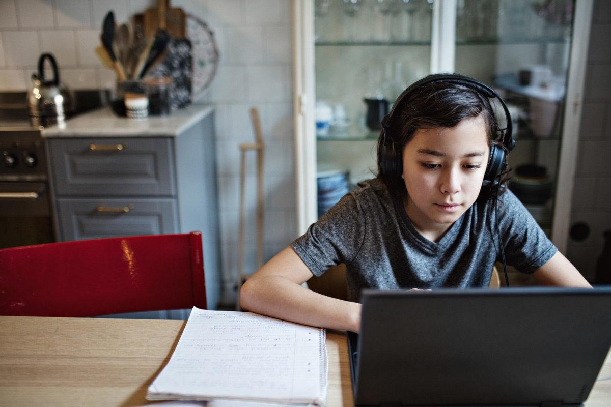 Υπ. Παιδείας: 3.150 tablet και laptop θα μοιραστούν στους μαθητές για την εξ αποστάσεως εκπαίδευση