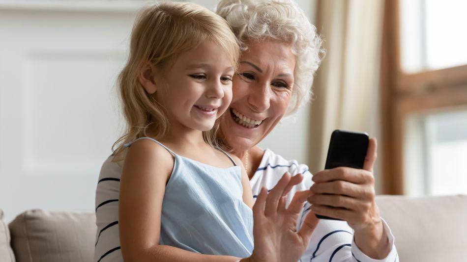 Μητέρα πήγε στα δικαστήρια τη γιαγιά γιατί ανέβαζε φωτογραφίες των εγγονιών στο Facebook