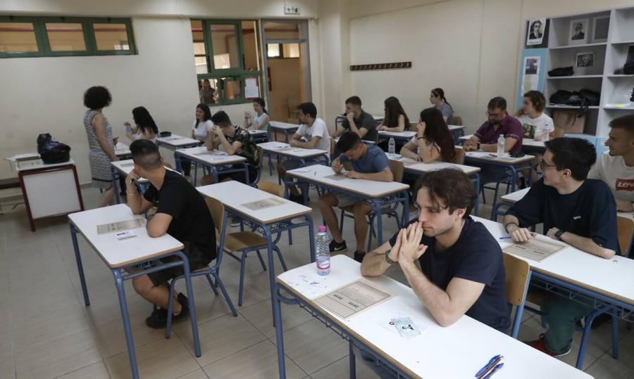 """Πανελλήνιες 2020: Αυτά είναι τα θέματα και οι απαντήσεις που """"έπεσαν"""" σε Αρχαία Ελληνικά και Μαθηματικά"""