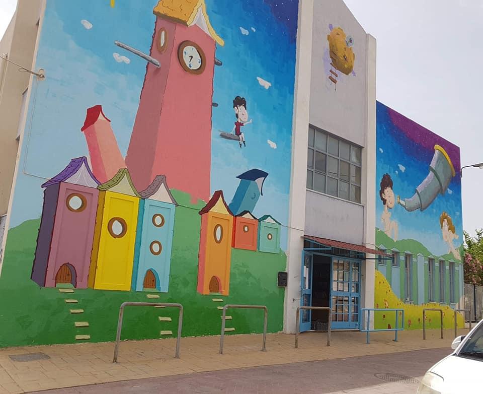 Το 8ο Δημοτικό Σχολείο Καματερού εν μέσω καραντίνας γέμισε χρώματα και υπέροχες τοιχογραφίες που ενθουσίασαν τους μαθητές