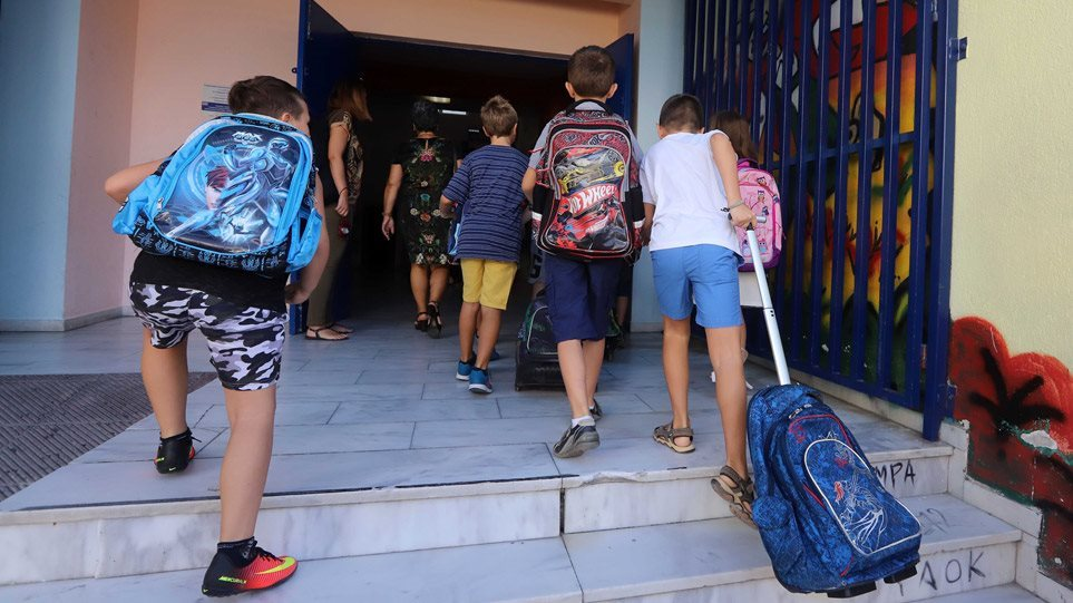 Πρώτη μέρα στο σχολείο: Οι συμβουλές μιας ψυχολόγου για να επιστρέψουν τα παιδιά με χαρά και αισιοδοξία