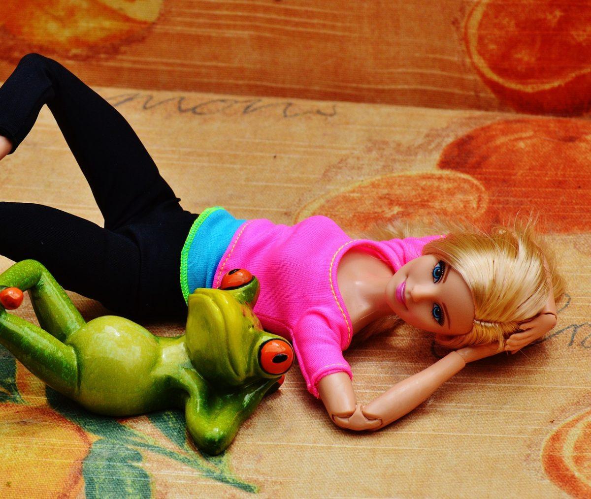 Πώς θα ήταν η Barbie σε καραντίνα: Η έμπνευση μίας γυναίκας που έγινε viral!