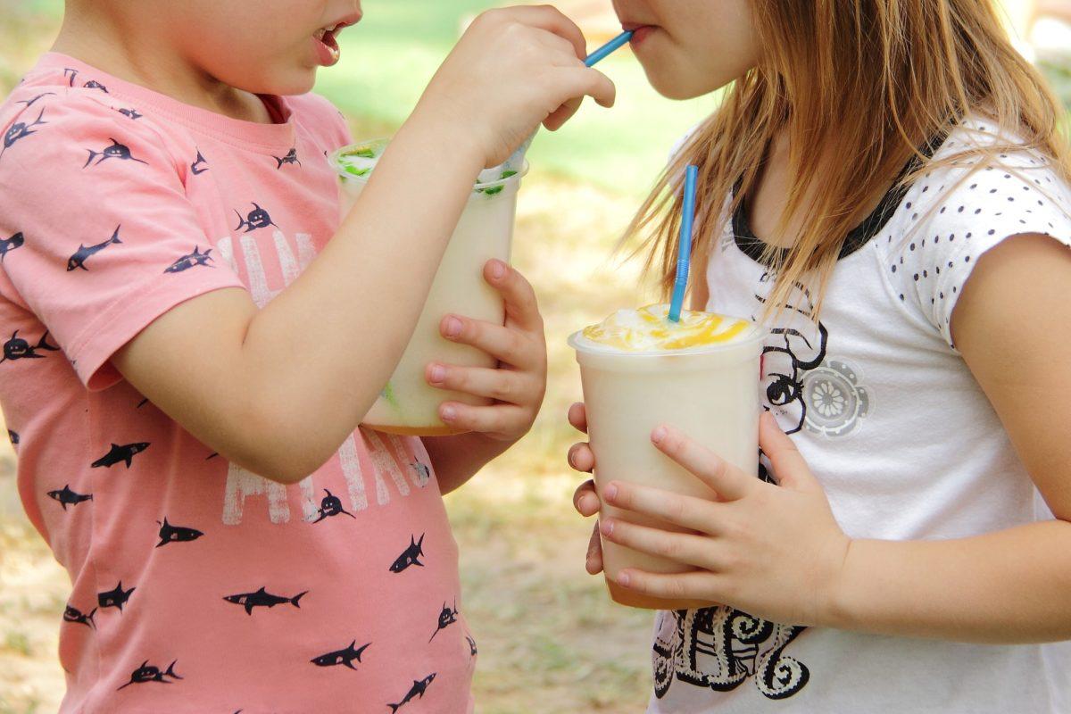 Mocktails για παιδιά: 5 απλές και δροσιστικές συνταγές που θα ξετρελάνουν τα πιτσιρίκια!