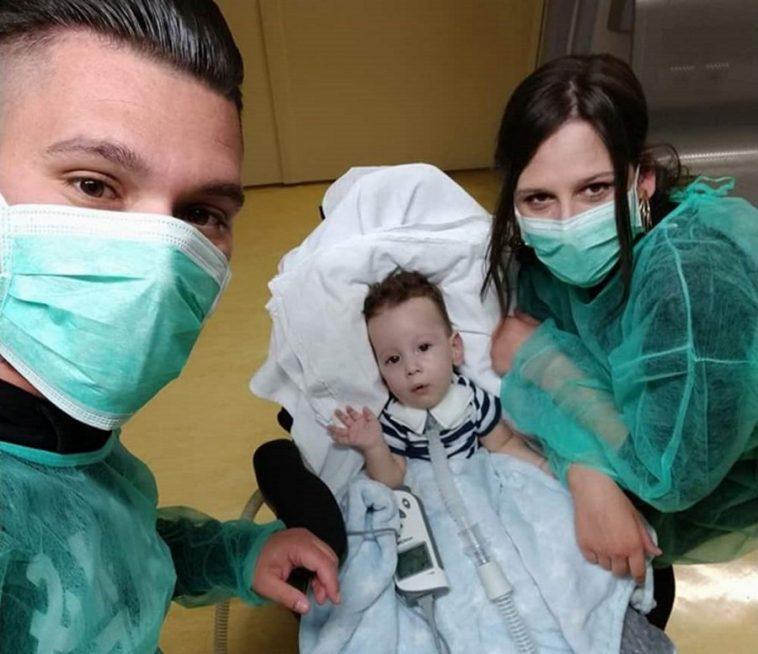 Ο 11 μηνών Ηλίας Στυλιανός που πάσχει από νωτιαία μυϊκή ατροφία, ξεκινά γονιδιακή θεραπεία στο Νοσ. Παίδων
