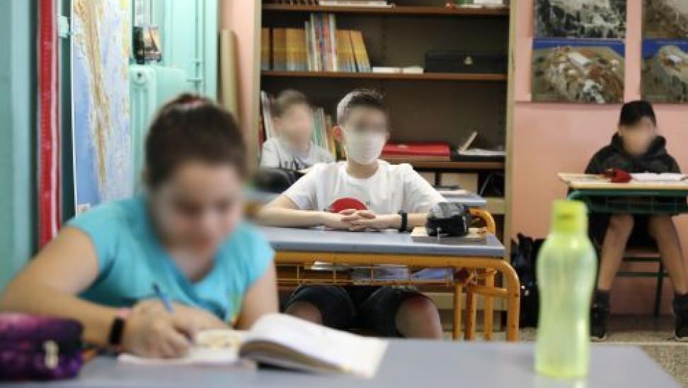 Νίκη Κεραμέως: «Τα παιδιά είναι πιο ασφαλή στο σχολείο παρά έξω στις πλατείες»