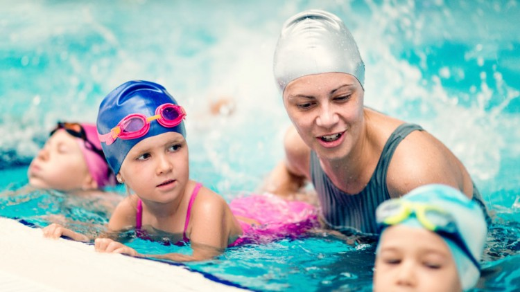 Σχ. χρ. 2020 -2021: Τι αλλάζει στο μάθημα της κολύμβησης στα Δημοτικά σχολεία