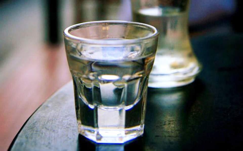 Κρήτη: 10χρονος μεταφέρθηκε στο Νοσοκομείο γιατί…ήπιε ρακή