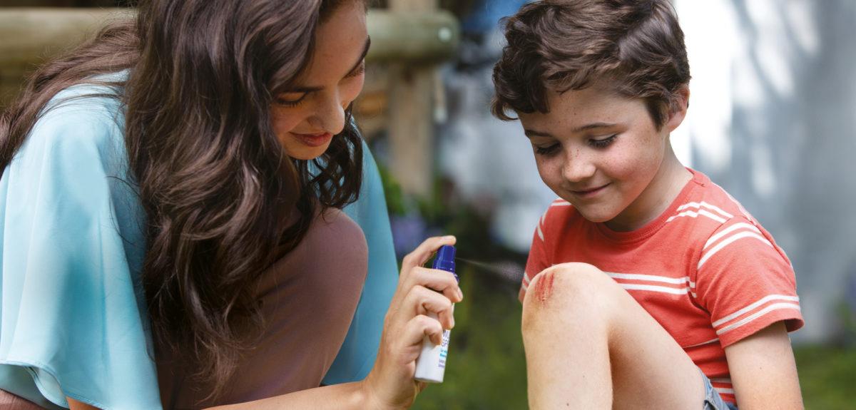 Εκδορές, πληγές, μικροτραυματισμοί: η λύση για να αντιμετωπίσετε άμεσα και αποτελεσματικά τα χτυπήματα των παιδιών σας.