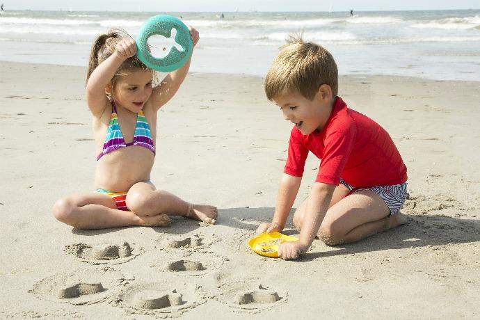 Ο παιδοουρολόγος συμβουλεύει: Έτσι θα προστατέψουμε το καλοκαίρι τα παιδιά από ερεθισμούς και ουρολοιμώξεις