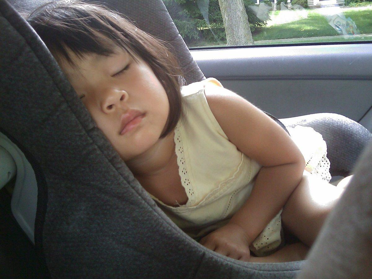 Διακοπές με το αυτοκίνητο: 6 σοβαρά λάθη με το παιδικό καθισματάκι που πρέπει να αποφύγετε