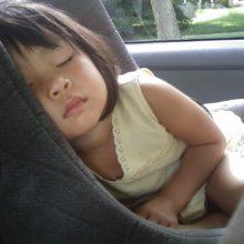 παιδί καθισματάκι αυτοκινήτου