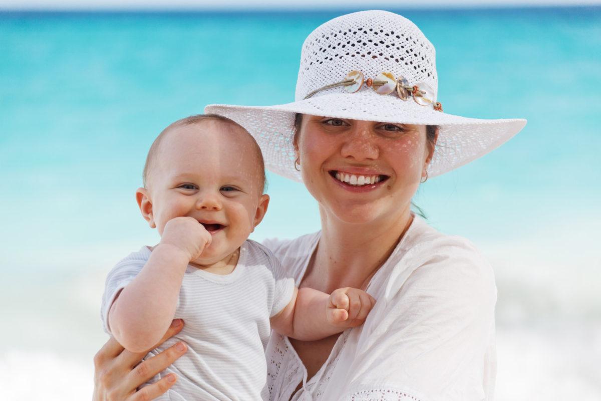 Ώρα για διακοπές! 4+1 must haves που δεν πρέπει να λείπουν από το νεσεσέρ του μωρού σας