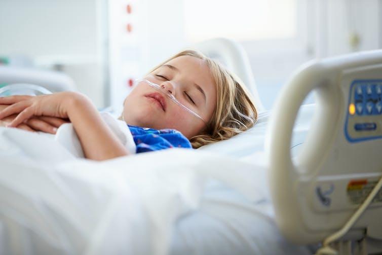 Παιδίατρος: Αυτά είναι τα συμπτώματα όσων παιδιών νοσούν από το σύνδρομο που μοιάζει με Kawasaki και συνδέεται με τον κορωνοϊό