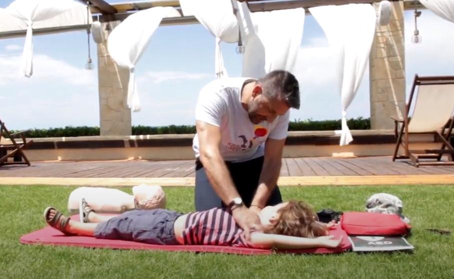 Πώς θα σώσετε το παιδί σας, εάν υποστεί ανακοπή καρδιάς (video)