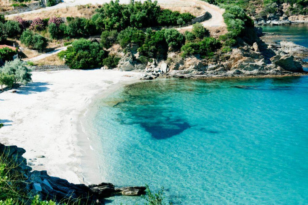 5 φανταστικές παραλίες στην Εύβοια που θα λατρέψετε αν έχετε παιδιά