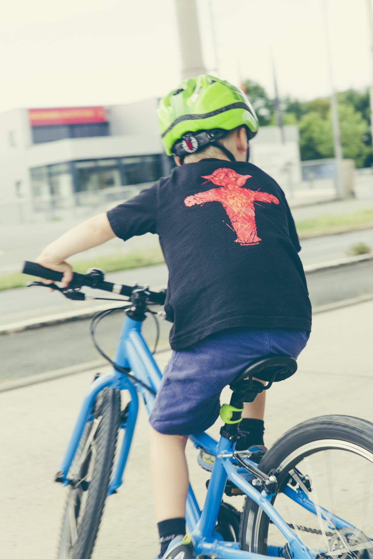 Αλλάζει ο Κώδικας Οδικής Κυκλοφορίας – Υποχρεωτική η χρήση κράνους σε ποδηλάτες έως 12 ετών