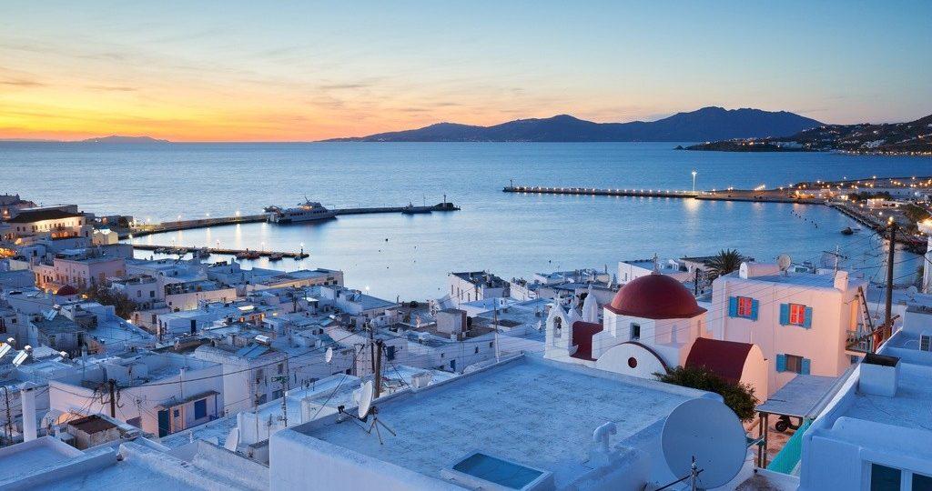 Τήνος: Οι 5 παραλίες και τα 5 χωριά που πρέπει οπωσδήποτε να επισκεφθείτε