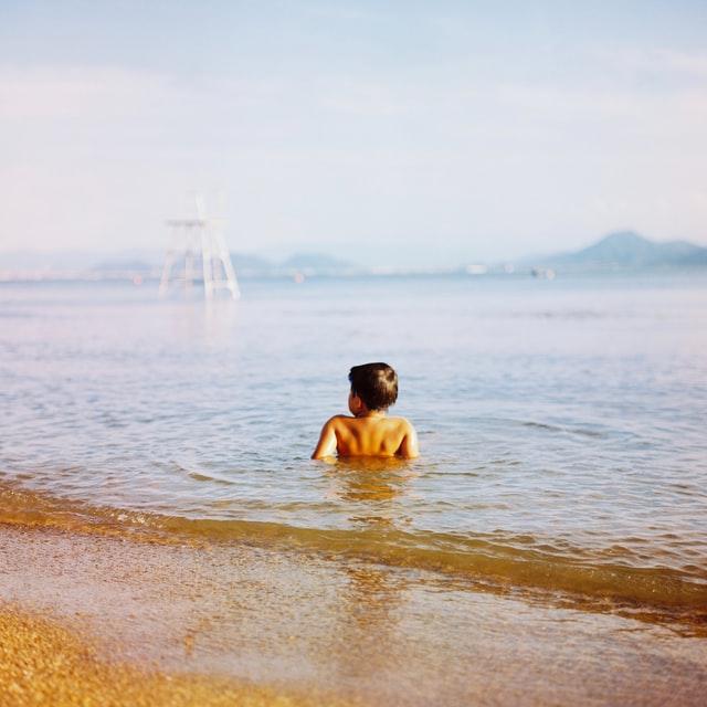 Ολοκληρώθηκε ο έλεγχος καταλληλότητας στις παραλίες της Αττικής – Σε αυτές μπορείτε να κολυμπάτε άφοβα