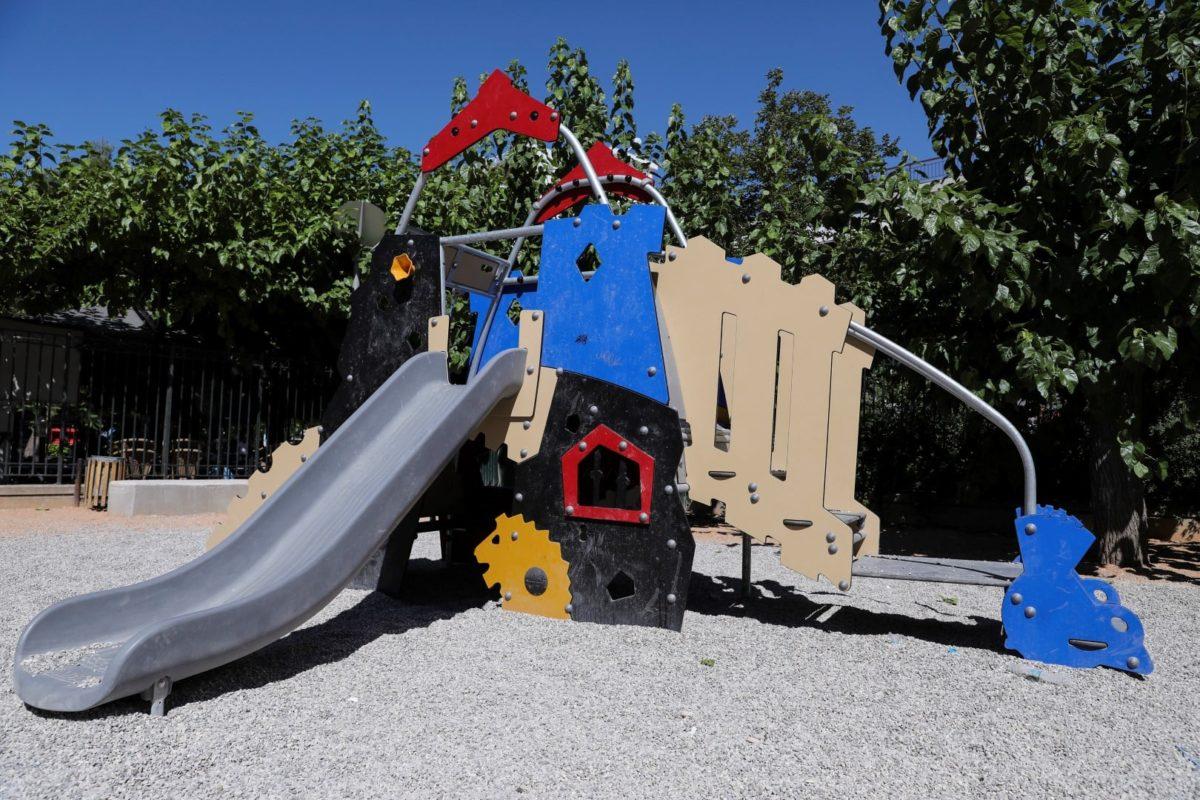 Δ. Αθηναίων: Τα πιτσιρίκια μπορούν να παίζουν με ασφάλεια στις 19 παιδικές χαρές της πόλης