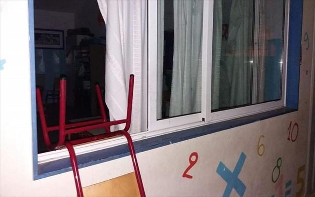 Εικόνες ντροπής – Βανδάλισαν 3 σχολικά συγκροτήματα στο Βύρωνα