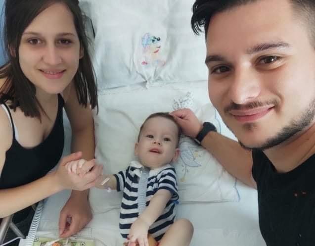 Ο Ηλίας-Στυλιανός έγινε το πρώτο παιδί που έλαβε επί ελληνικού εδάφους την γονιδιακή θεραπεία για τη νωτιαία μυϊκή ατροφία!