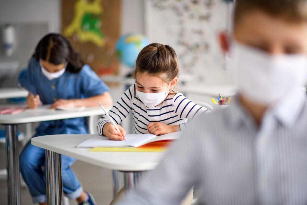 Αυτές είναι οι δωρεάν μάσκες που θα δοθούν στα σχολεία – Πόσα χρήματα θα πάρουν οι Δήμοι (λίστα)