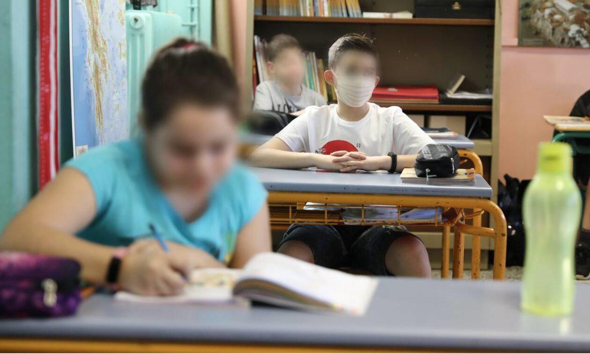 ΚΕΔΕ: Αγώνας δρόμου για να διανεμηθούν έγκαιρα οι δωρεάν μάσκες σε μαθητές και εκπαιδευτικούς