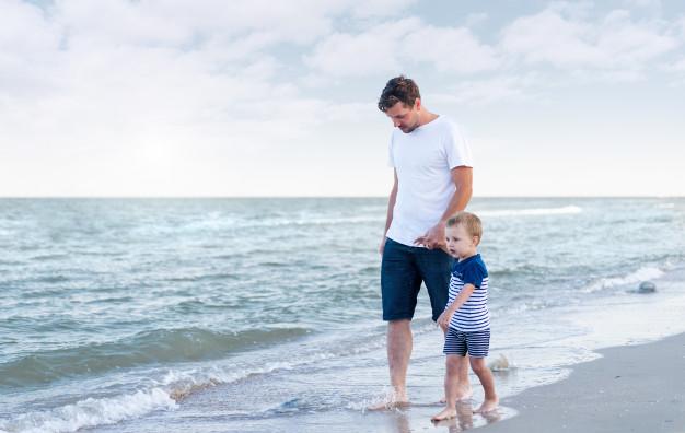 Οι σκέψεις ενός χωρισμένου πατέρα από τις πρώτες διακοπές με τον 4χρονο γιο του