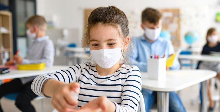 Επιστροφή στο σχολείο: 10 χρήσιμα tips για να συνηθίσουν τα παιδιά την πολύωρη χρήση μάσκας στην τάξη