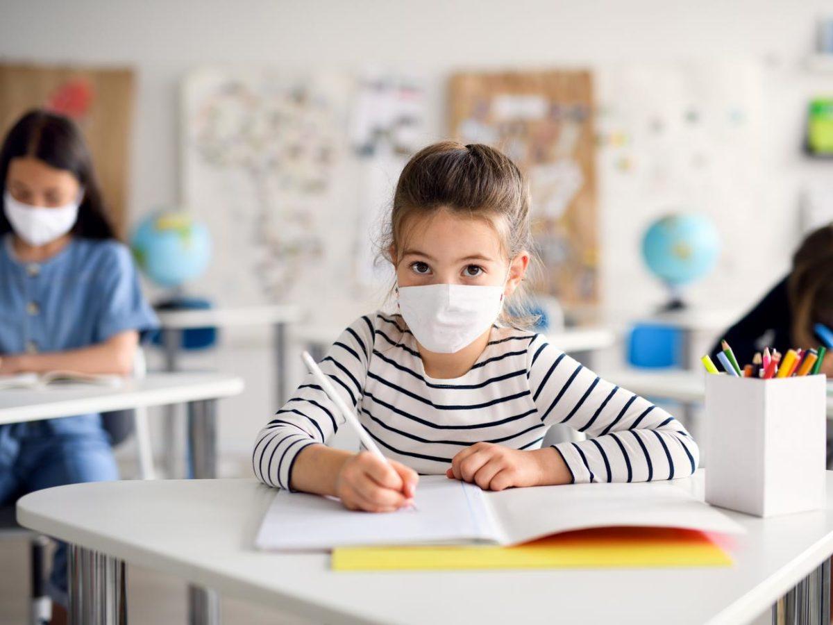 """""""Τα παιδιά είναι πιο ήσυχα από άλλες χρονιές -όχι λόγω μάσκας, αλλά επειδή προσπαθούν να καταλάβουν τι συμβαίνει"""""""