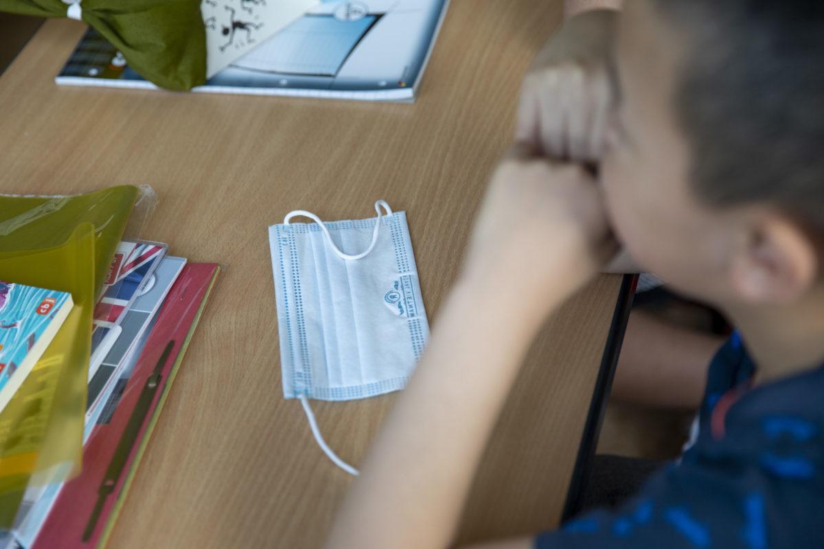 Ψευδείς ιατρικές βεβαιώσεις αναζητούν πολλοί γονείς για να μη φορέσουν τα παιδιά τους μάσκα στα σχολεία
